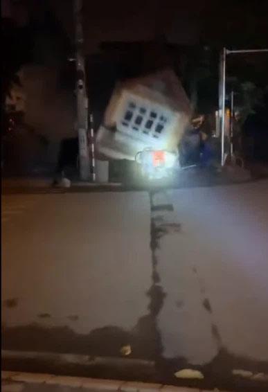 Clip: Kinh hoàng khoảnh khắc ngôi nhà 3 tầng đổ sập trong đêm ở Lào Cai-2