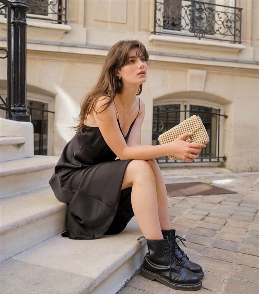 Hè đến chăm diện váy vóc nhưng lười đi giày cao gót thì bạn cứ mix cùng 4 kiểu giày bệt này là chuẩn đẹp-8