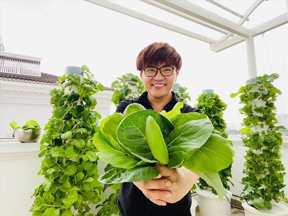 MC Đại Nghĩa chia sẻ bí quyết trồng rau thủy canh trên sân thượng đúng cách-4