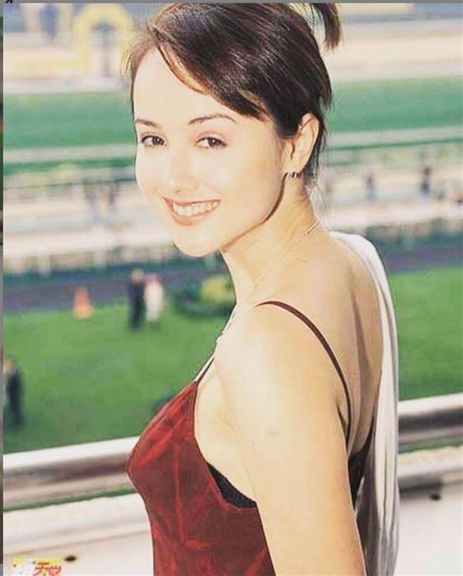Bi kịch của Hoa hậu châu Á đẹp nhất: Mặt biến dạng, phải đi nhặt rác, nợ nần chồng chất-4