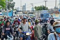 TP.HCM: Xe container tông nát ô tô 7 chỗ, hàng nghìn phương tiện đứng chôn chân nhiều giờ vì ùn tắc