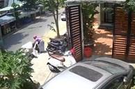 Thấy cửa nhà bị 1 chiếc xe máy chắn ngang, cô gái đã có pha xử lý khiến dân mạng tranh cãi gay gắt để dắt xe mình vào