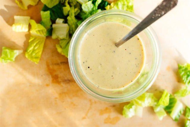 3 cách làm sốt trộn salad cân được mọi món salad trên đời: Chị em chỉ cần 5 phút là xong-1