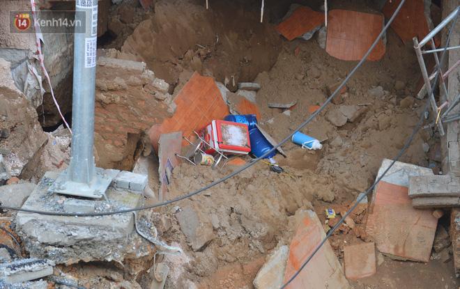 Cuộc sống đảo lộn sau 1 tuần xuất hiện hố tử thần ở Hà Nội: Công việc làm ăn bị đình trệ, con cháu phải mang đi gửi-10