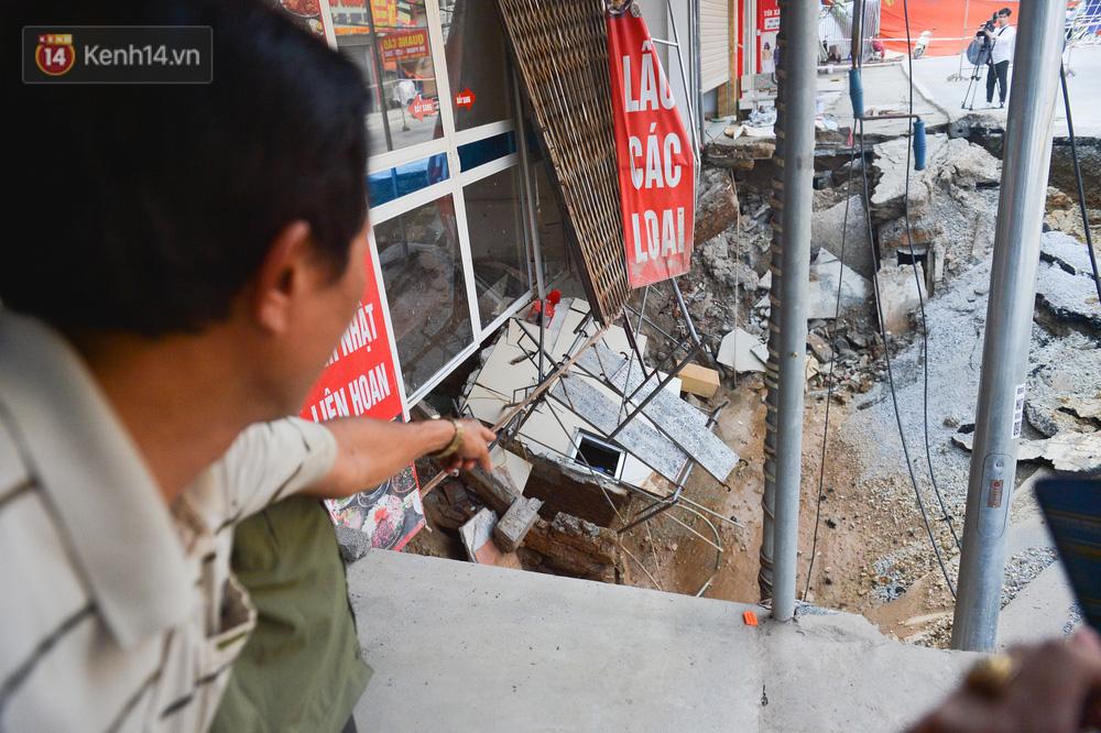 Cuộc sống đảo lộn sau 1 tuần xuất hiện hố tử thần ở Hà Nội: Công việc làm ăn bị đình trệ, con cháu phải mang đi gửi-17
