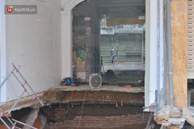 Cuộc sống đảo lộn sau 1 tuần xuất hiện hố tử thần ở Hà Nội: Công việc làm ăn bị đình trệ, con cháu phải mang đi gửi-7