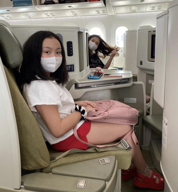 Con gái của Phượng Chanel: 18 tuổi sống sang chảnh chuẩn ái nữ nhà giàu, body nóng đến ngộp thở nhất là vòng 3-11