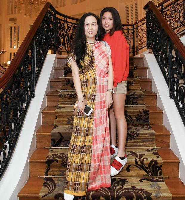 Con gái của Phượng Chanel: 18 tuổi sống sang chảnh chuẩn ái nữ nhà giàu, body nóng đến ngộp thở nhất là vòng 3-8