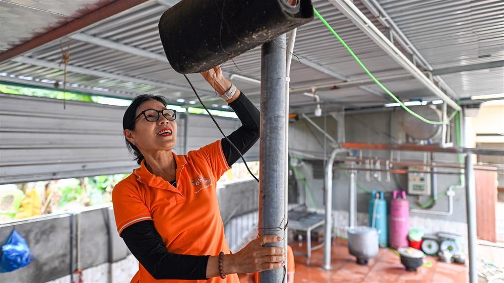 Nữ thiếu tá về hưu nuôi giun quế thu gần 6 tỷ mỗi năm-12