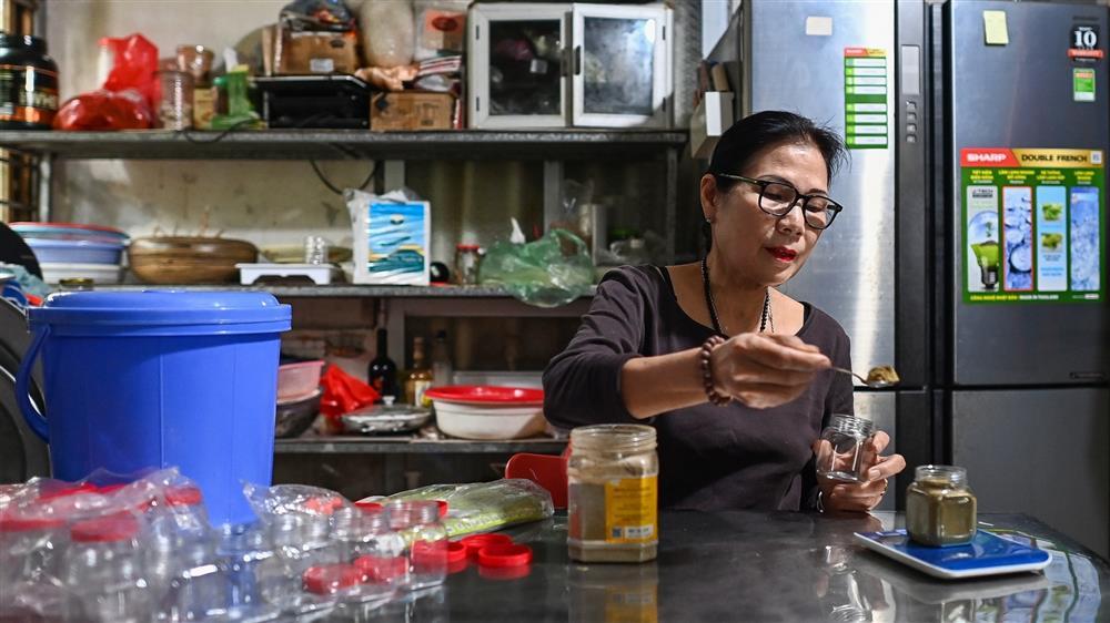 Nữ thiếu tá về hưu nuôi giun quế thu gần 6 tỷ mỗi năm-9