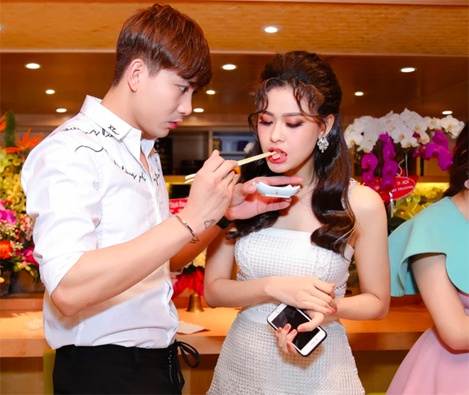 Cặp đôi khó hiểu nhất showbiz Việt: Xóa hình xăm khi ly hôn nhưng vẫn tình tứ, ở chung nhà-1