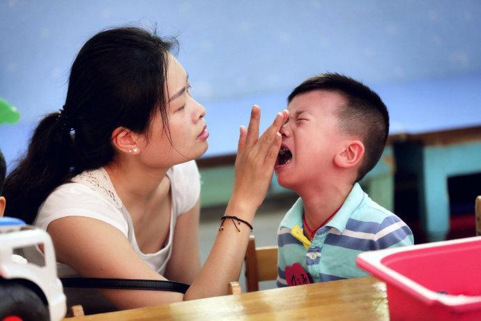 Sự khác biệt lớn giữa trẻ hay khóc và trẻ kìm nén không khóc bao giờ, nghe xong cha mẹ sẽ muốn ngừng ngay việc trách trẻ-4