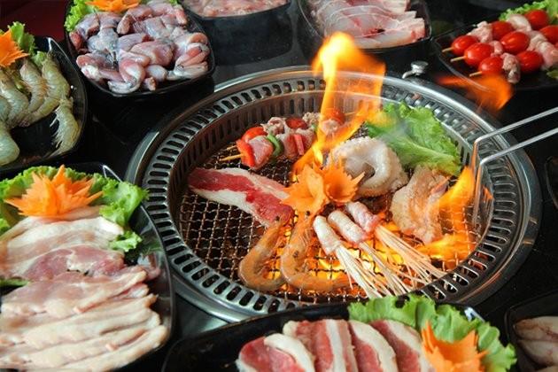 Hãi hùng sự thật 4 loại thực phẩm hạn chế gọi khi ăn buffet lẩu nướng-1