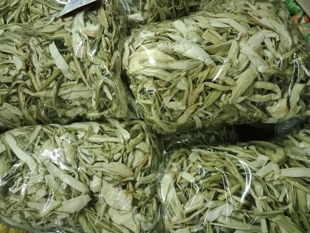 Dọc mùng sấy khô thành đặc sản nơi phố thị, hét giá 300.000 đồng/kg-1