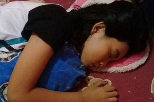 Quá lo lắng vì con gái 16 tuổi ngủ li bì trong 7 ngày liên tục, bố mẹ vác con đi khám rồi sững sờ khi biết con mắc hội chứng công chúa ngủ trong rừng-1