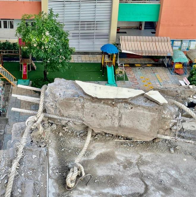 Khối bê tông lớn rơi xuống trường mầm non ở TP.HCM-2