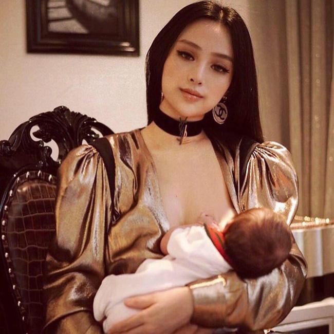 Sao Việt khoe ảnh cho con bú: Hòa Minzy nhìn rõ khổ, Huyền Baby thần thái ngút trời, Lan Phương gây choáng nhẹ vì ngực đẹp-10