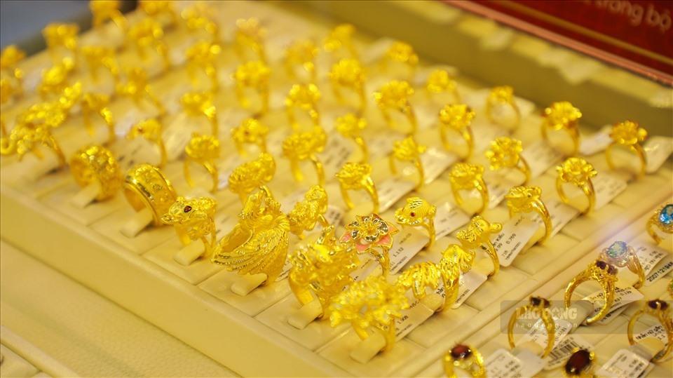 Giá vàng hôm nay 14/4: USD giảm nhanh, vàng tăng vọt-1