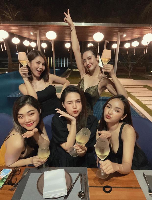 Ai cũng ước có một người bạn lấy chồng giàu như Phanh Lee: Ăn món ngon, ở resort đẹp đều gọi hội chị em đến hưởng thụ cùng-1