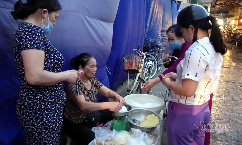 Chị em thi nhau làm bánh trôi bánh chay, sạp chợ ngày bán 2 tạ bột-1