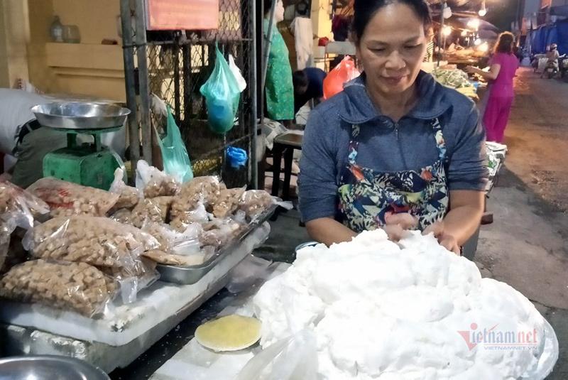 Chị em thi nhau làm bánh trôi bánh chay, sạp chợ ngày bán 2 tạ bột-3