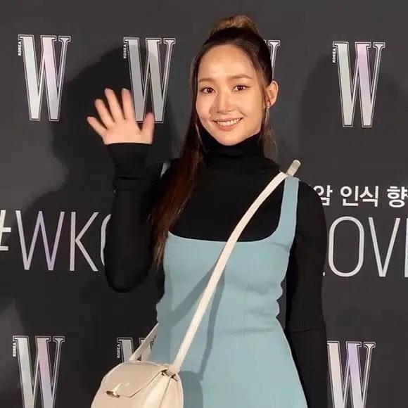 Vừa bị soi loạt bằng chứng hẹn hò Park Seo Joon, Park Min Young tiếp tục gây xôn xao vì hành động này-3