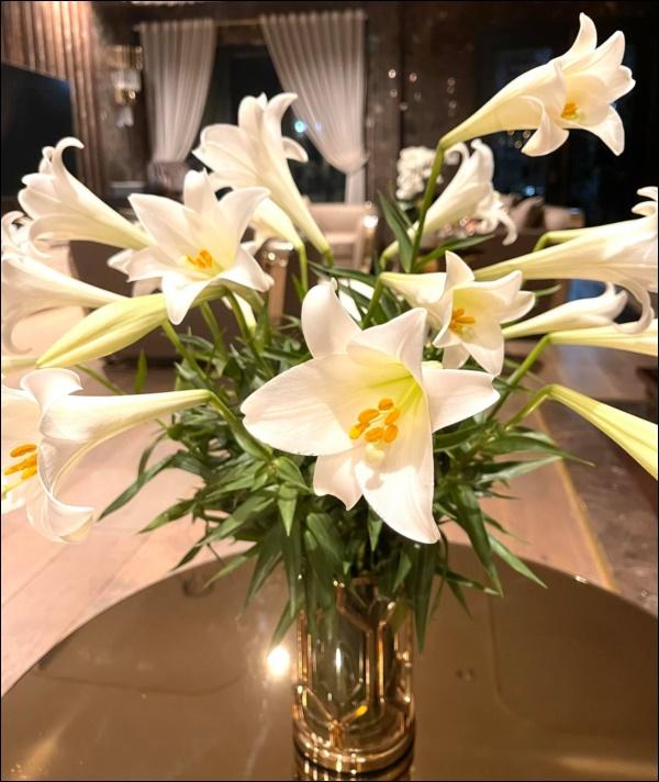 Cận cảnh không gian lộng lẫy mùa hoa loa kèn trong biệt thự triệu đô ven sông của Lã Thanh Huyền-8