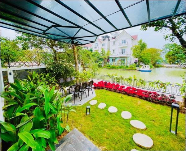 Cận cảnh không gian lộng lẫy mùa hoa loa kèn trong biệt thự triệu đô ven sông của Lã Thanh Huyền-13
