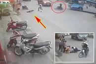 Tông mạnh vào xe buýt đang quay đầu, nam thanh niên ngã ra giữa đường nằm co giật khiến nhiều người hoảng sợ