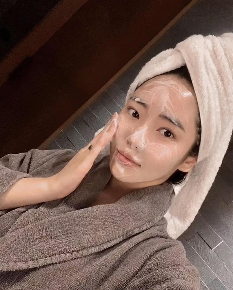 Nếu biết lý do khiến làn da ngày càng nhăn nheo mụn nhọt, bạn sẽ cạch đến già việc dùng khăn lau khô mặt-1
