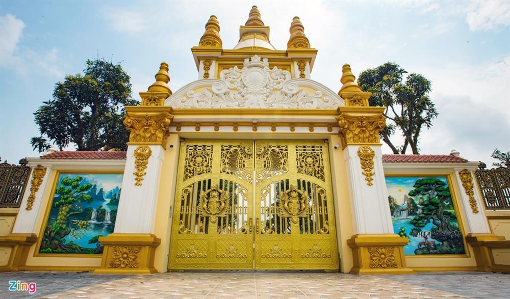 Bên trong tòa lâu đài màu vàng tự thiết kế của ông chủ lò gạch-4
