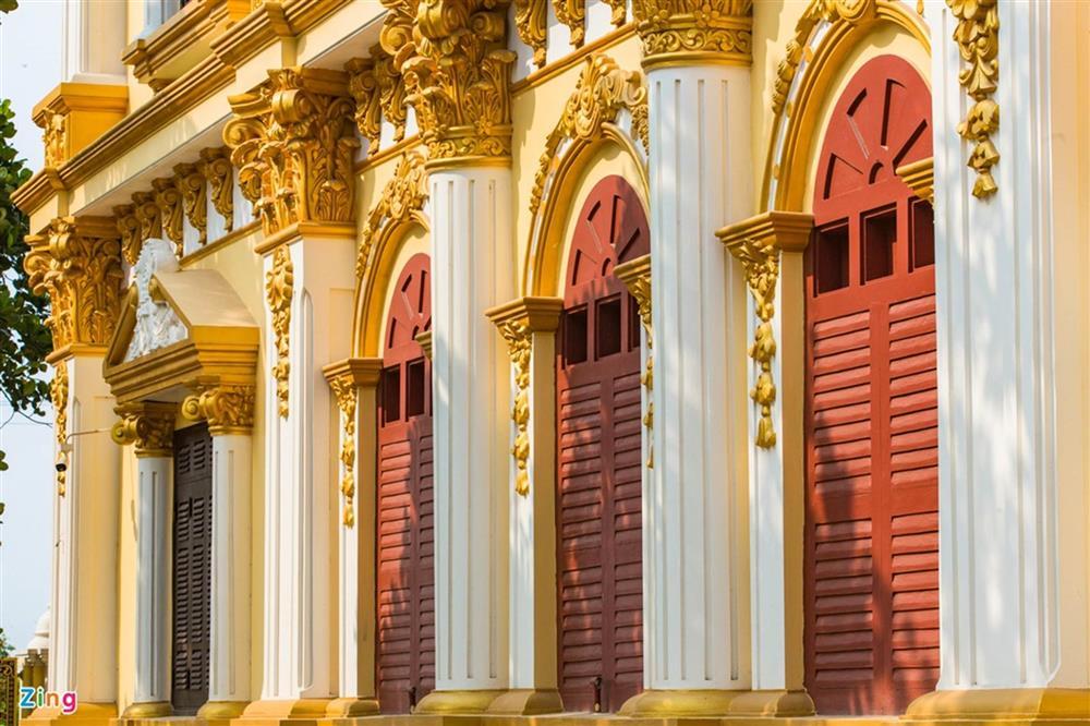 Bên trong tòa lâu đài màu vàng tự thiết kế của ông chủ lò gạch-6