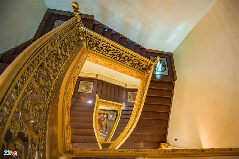 Bên trong tòa lâu đài màu vàng tự thiết kế của ông chủ lò gạch-11