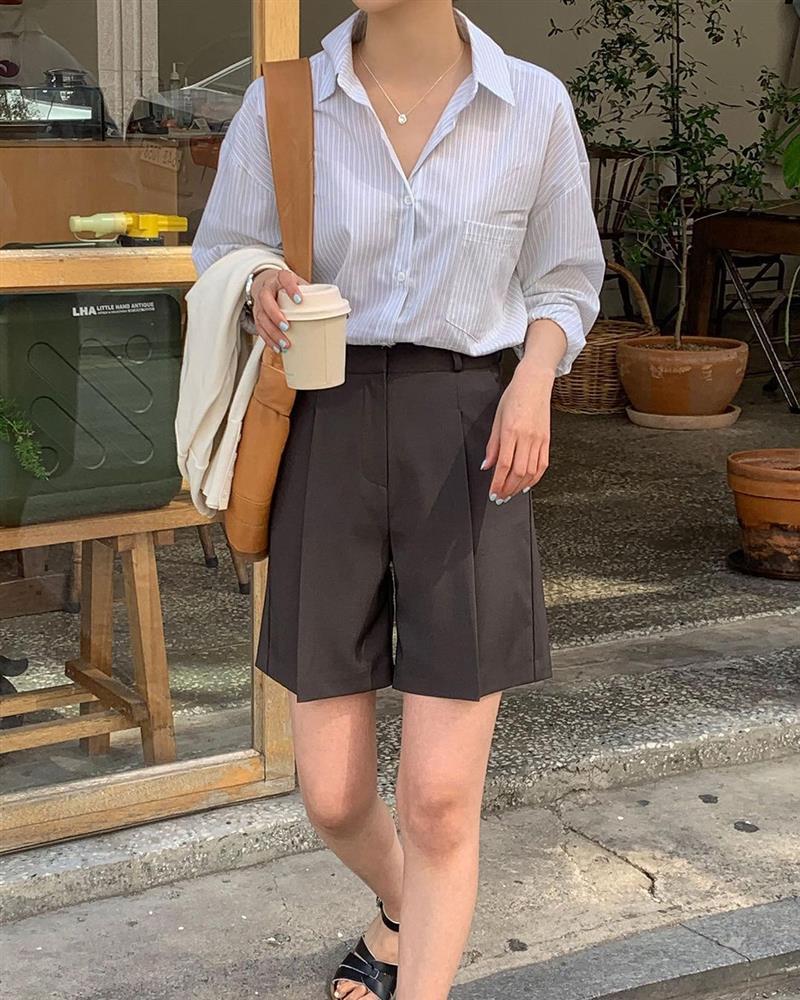 Hội sành điệu toàn mix quần shorts với 5 kiểu áo này để có outfit đẹp hết chỗ chê-1