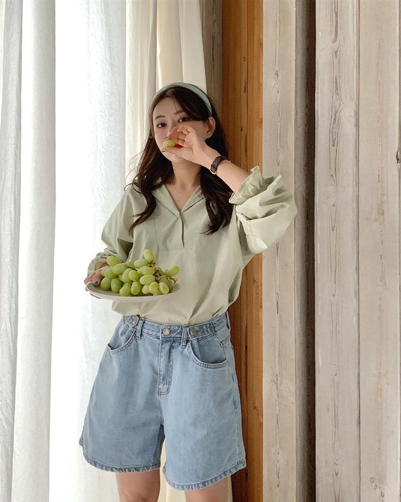 Hội sành điệu toàn mix quần shorts với 5 kiểu áo này để có outfit đẹp hết chỗ chê-4