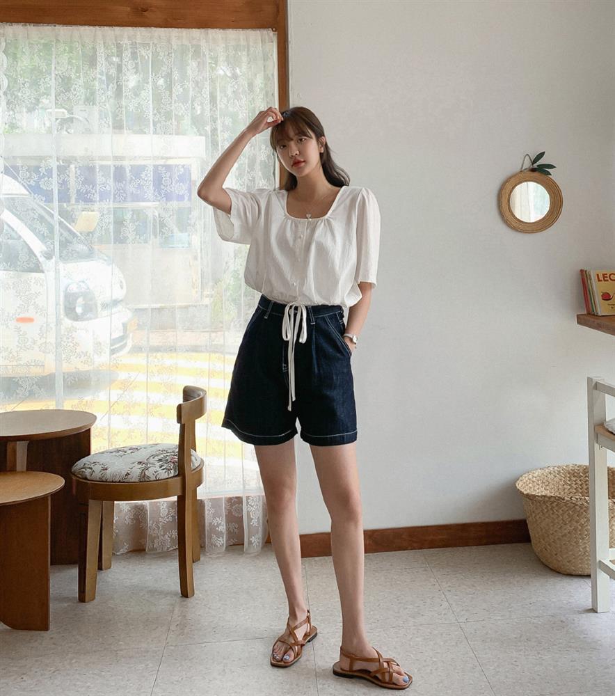 Hội sành điệu toàn mix quần shorts với 5 kiểu áo này để có outfit đẹp hết chỗ chê-12