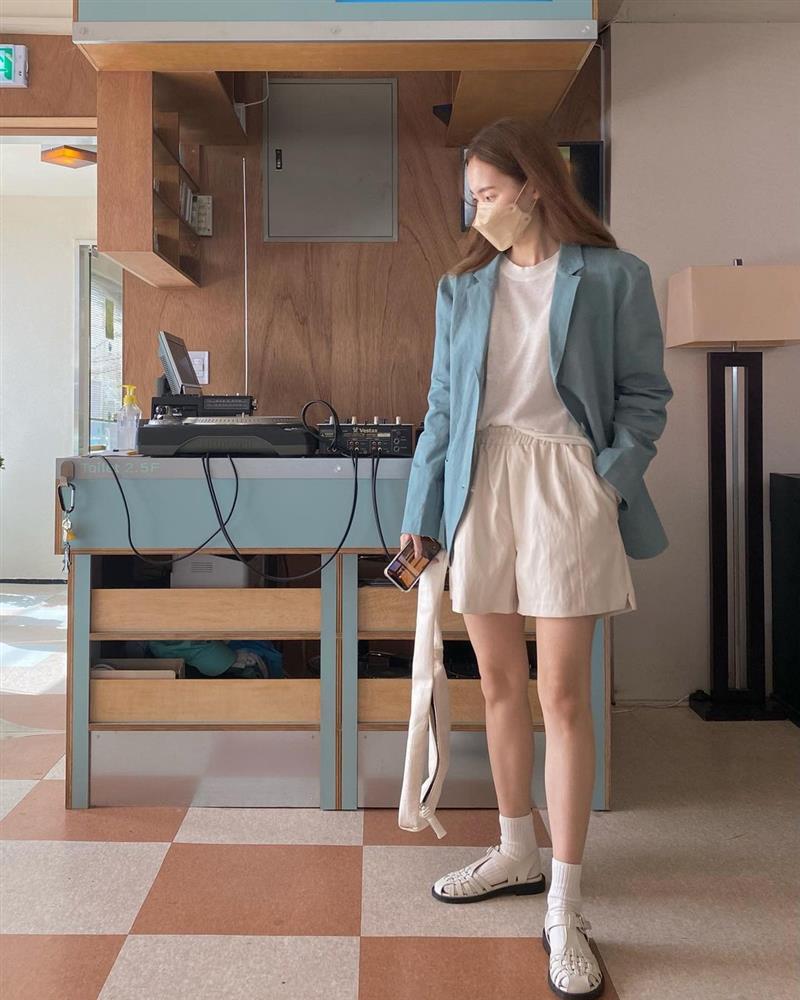 Hội sành điệu toàn mix quần shorts với 5 kiểu áo này để có outfit đẹp hết chỗ chê-15
