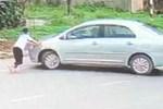 Bắt giữ đối tượng điều khiển ô tô tông ngã nữ sinh lớp 9 để cướp 2 két bia