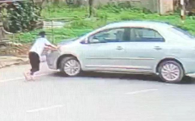 Bắt giữ đối tượng điều khiển ô tô tông ngã nữ sinh lớp 9 để cướp 2 két bia-1