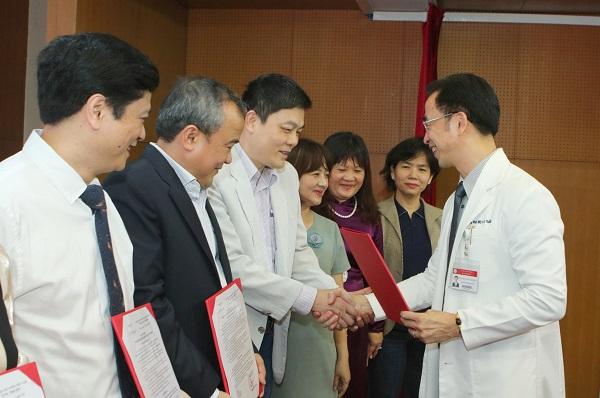 Bác sĩ nghỉ việc ở Bệnh viện Bạch Mai: Không hợp cách quản lý, đi đâu, làm gì phải xin phép...-3