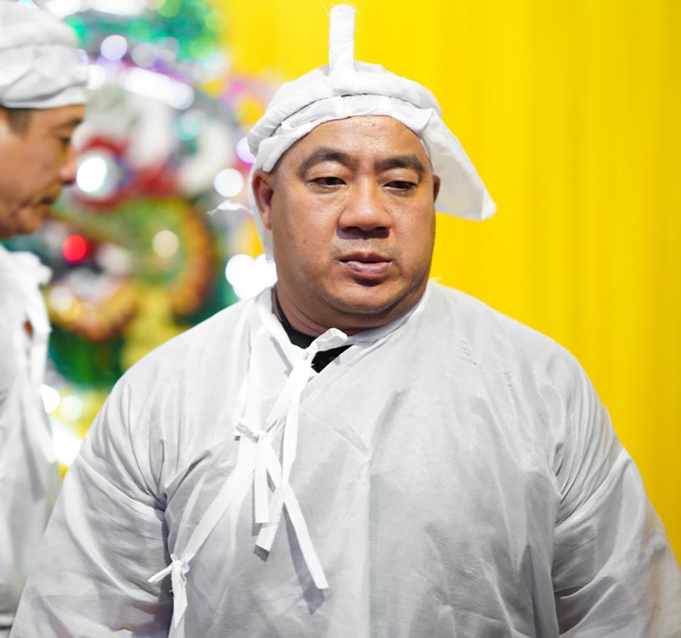 Hồ Quang Hiếu tươi cười trong đám tang bố Hiếu Hiền bị chỉ trích dữ dội-1