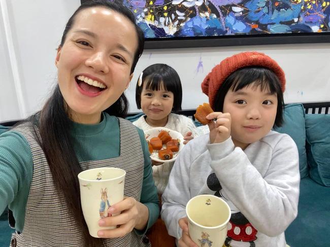 Hot mom Minh Trang khổ tâm kể chuyện 4 nhóc tì nghịch phá trong WC, nhưng nghe câu chốt ai cũng cười ngặt nghẽo-1