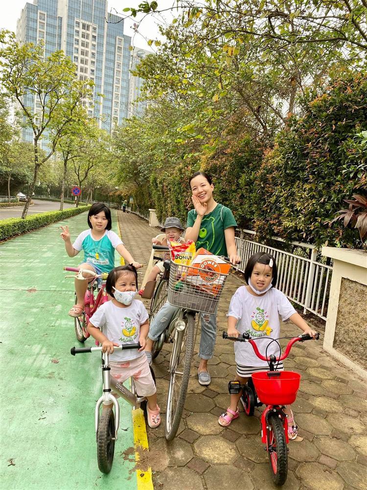 Hot mom Minh Trang khổ tâm kể chuyện 4 nhóc tì nghịch phá trong WC, nhưng nghe câu chốt ai cũng cười ngặt nghẽo-2