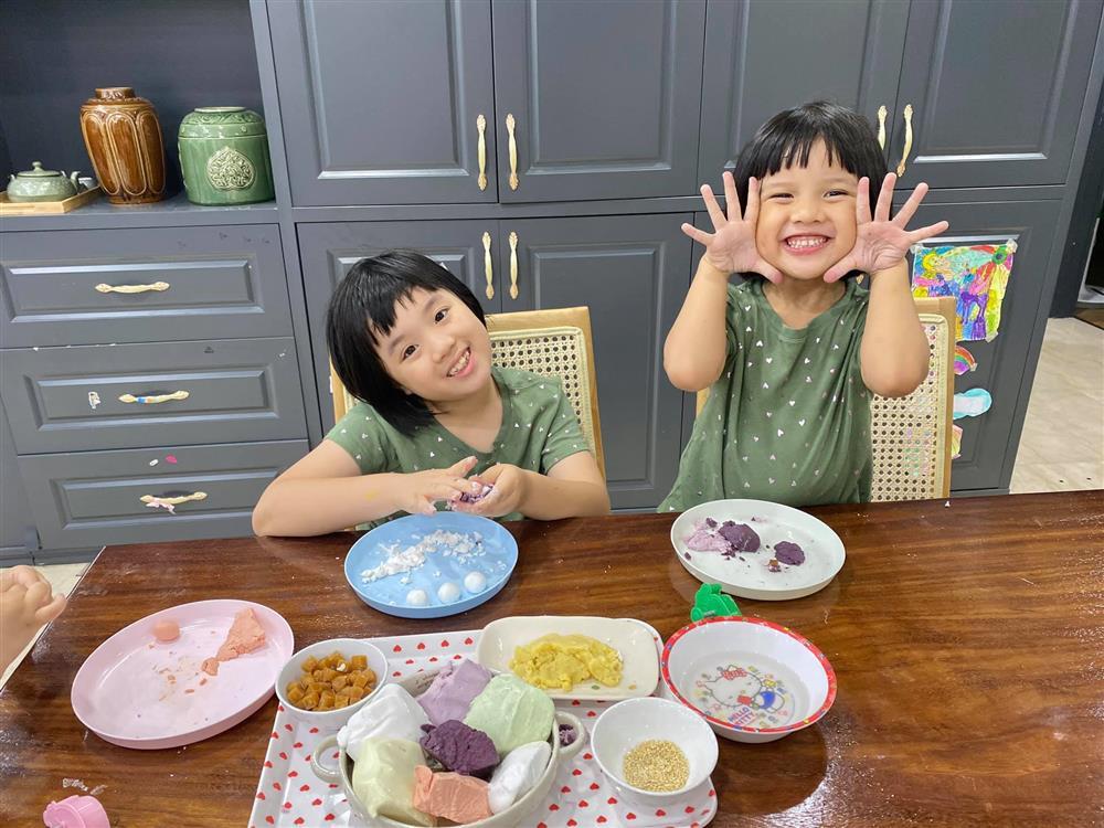 Hot mom Minh Trang khổ tâm kể chuyện 4 nhóc tì nghịch phá trong WC, nhưng nghe câu chốt ai cũng cười ngặt nghẽo-4