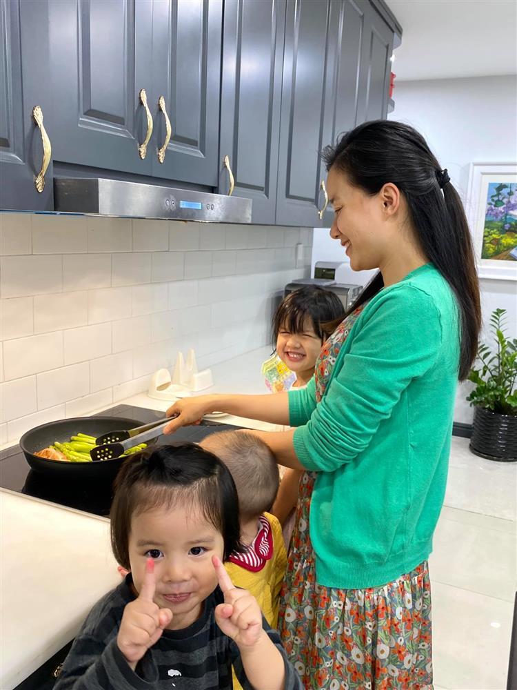 Hot mom Minh Trang khổ tâm kể chuyện 4 nhóc tì nghịch phá trong WC, nhưng nghe câu chốt ai cũng cười ngặt nghẽo-8