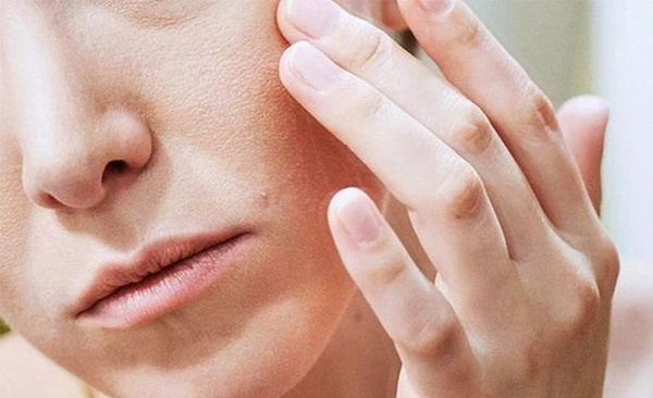 Khuôn mặt của phụ nữ xuất hiện 4 điểm xấu xí này, chứng tỏ tử cung có vấn đề-1