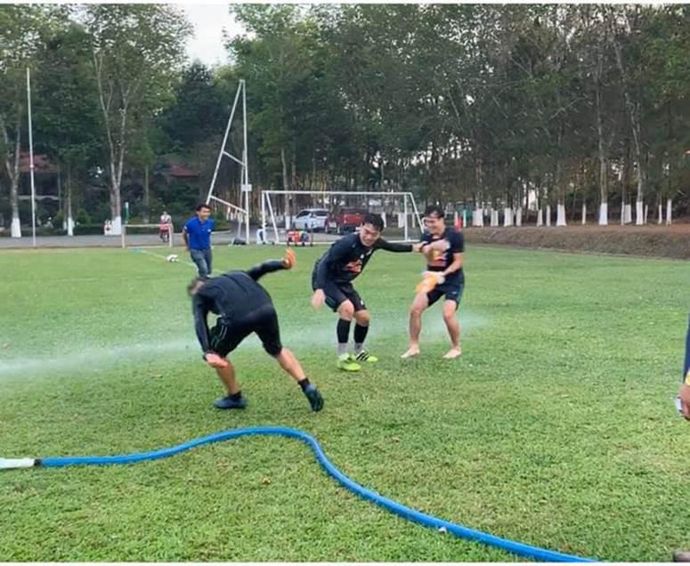 Văn Toàn cơ cực trong lễ hội té nước độc đáo ở Gia Lai-6