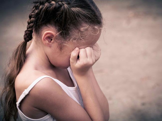 2 việc cha mẹ nghĩ sẽ khiến con trông xinh đẹp, sành điệu: Cẩn thận kẻo con dậy thì sớm, hỏng da, hại xương khớp!-5