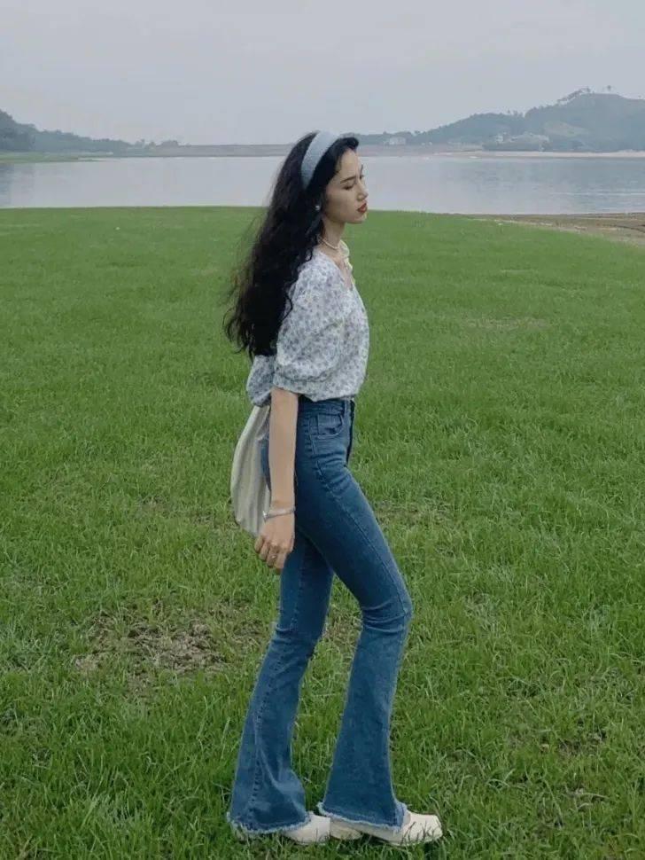 Kiểu quần jeans hack dáng cực đỉnh, vừa dài chân vừa tôn vòng 3 đỉnh của chóp đó các chị em-1