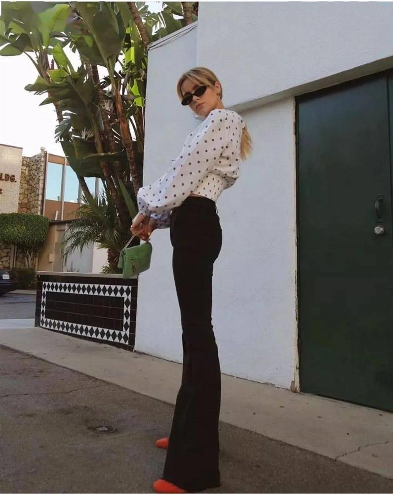 Kiểu quần jeans hack dáng cực đỉnh, vừa dài chân vừa tôn vòng 3 đỉnh của chóp đó các chị em-12